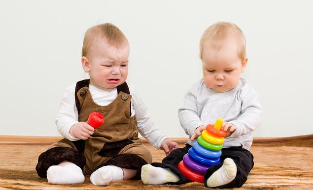 我們一直在誤解,其實孩子的自私行為裡,藏著讓人感動的想法_寧寧