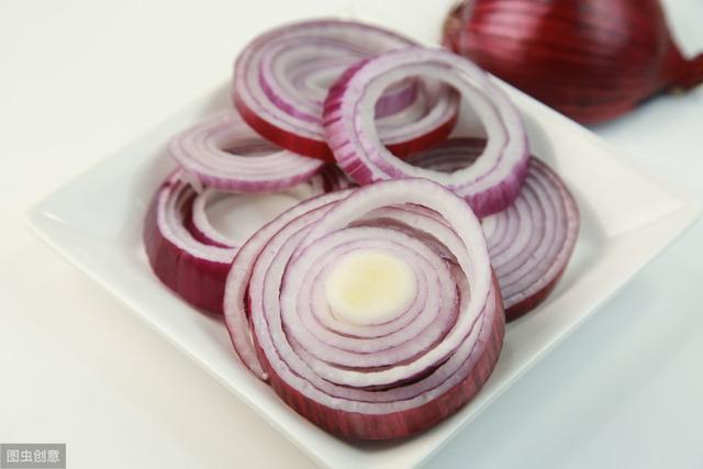 """洋葱号称""""蔬菜皇后"""",它到底有什么功效?怎么吃最科学?"""