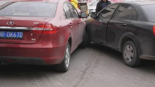 知识就是力量!两车相撞,车主用物理公式证明自己无责