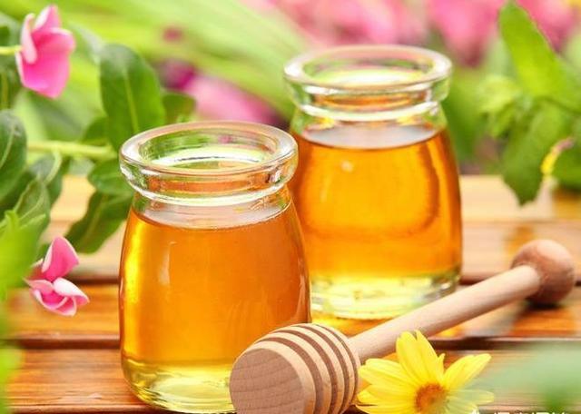 蜂蜜水用多少度的水冲比较好?热水还是温水?直接给出答案