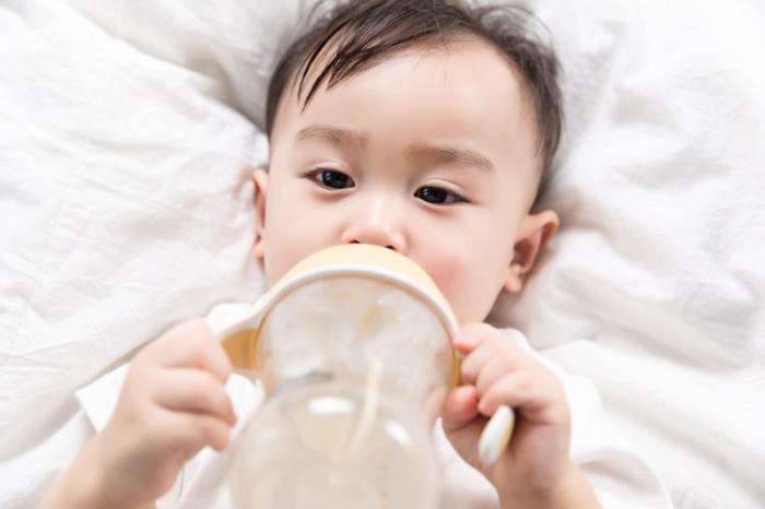 三个月婴儿奶粉量_4月的宝宝奶粉喂养一个月吃几桶奶粉?先了解他的生长发育再说 ...