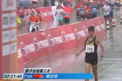跑狐周记 杨定宏雨战跑出221 国际田联将更换名称及标志