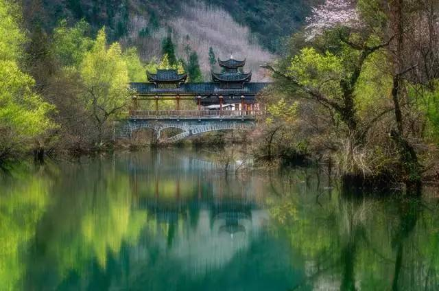 """两座""""大火炉""""之间的城市,竟然被评为""""中国最美的地方"""""""