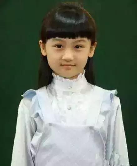 4岁出道6岁登上春晚,曾因丑被网友骂哭,如今她重回颜值巅峰(图5)