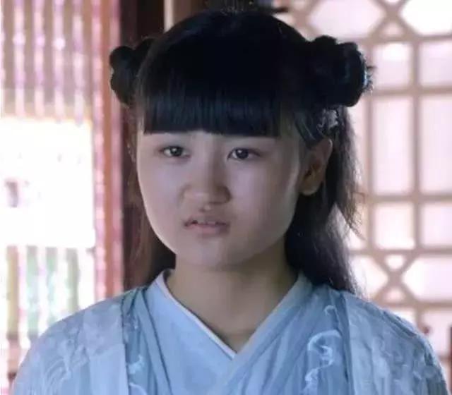 4岁出道6岁登上春晚,曾因丑被网友骂哭,如今她重回颜值巅峰(图7)