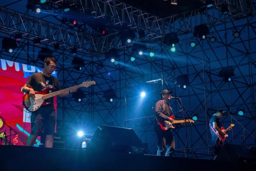 人气爆棚丨乌兰淖尔山水音乐节就是燃!