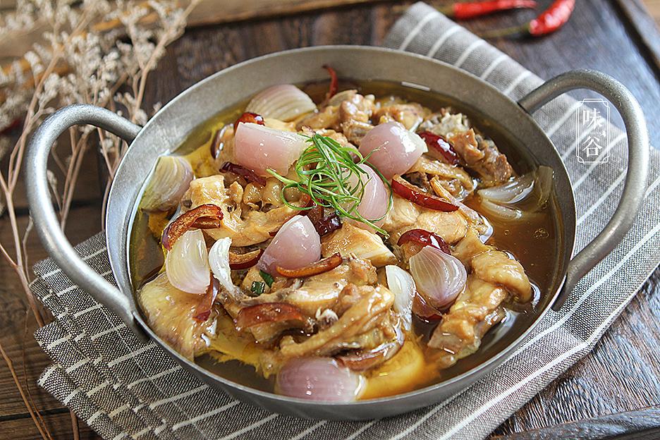 鸡肉和它是绝配,放在一起蒸着吃,健康无油烟,爽滑鲜美,太