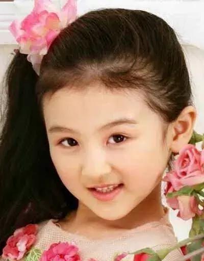 4岁出道6岁登上春晚,曾因丑被网友骂哭,如今她重回颜值巅峰(图3)