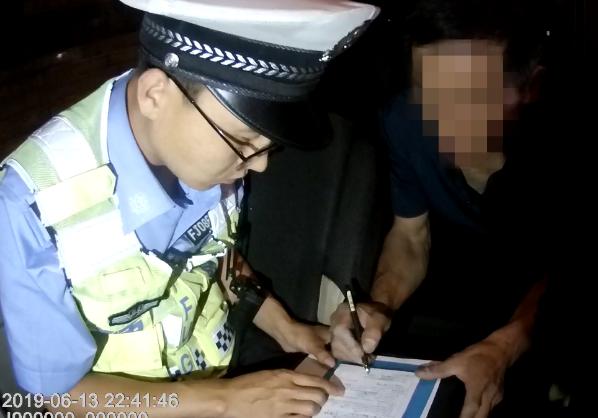 原平市公安局交警大队查处4起酒驾违法行为