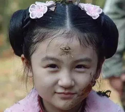 4岁出道6岁登上春晚,曾因丑被网友骂哭,如今她重回颜值巅峰(图6)