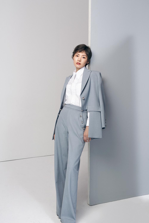 郑罗茜全新写真曝光 诠释帅气极简风