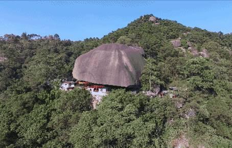 中国唯一被压石头下的寺庙,400年安然无恙