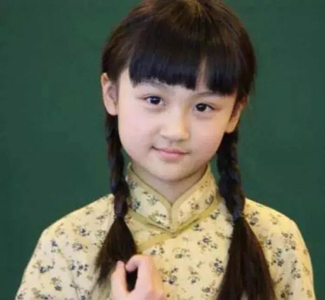 4岁出道6岁登上春晚,曾因丑被网友骂哭,如今她重回颜值巅峰(图4)