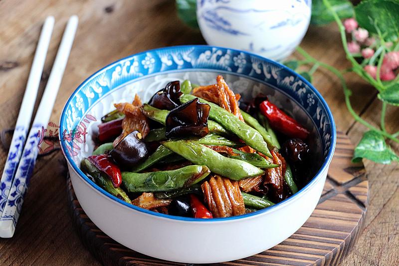 这道干煸菜比吃肉还要香,材料简单,喷香下饭,多吃还