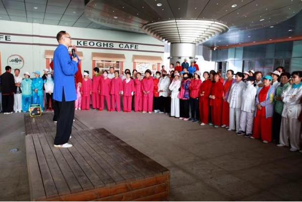 抚顺市传统杨氏太极拳公益讲座在兴隆大家庭广场开课