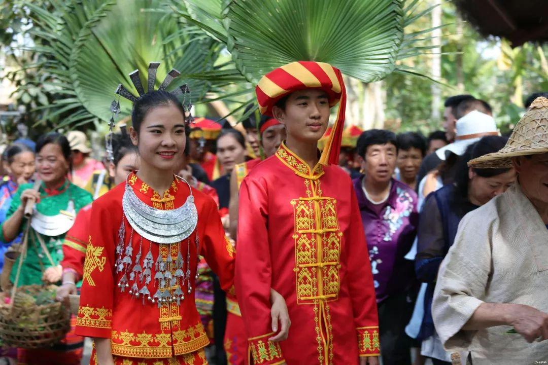 """在云南大理的""""卡丹丹""""少数民族,当地人一直保留着男人坐月子的习俗"""