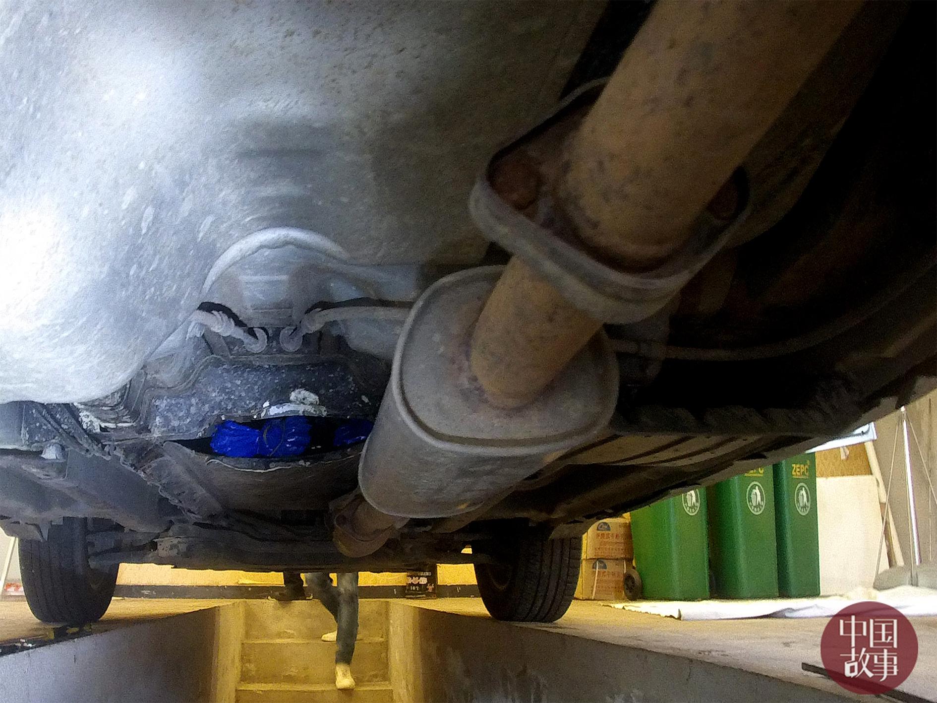 吞吞吐吐嫩穴b_发现车体有改装痕迹,车辆驾驶员说话吞吞吐吐,语无伦次,目的地不明确