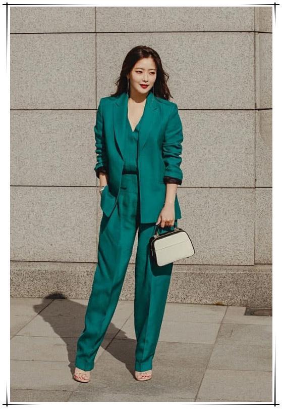 久未露面的金喜善,穿一身绿装出席活动,气质超凡脱俗哪像41岁?