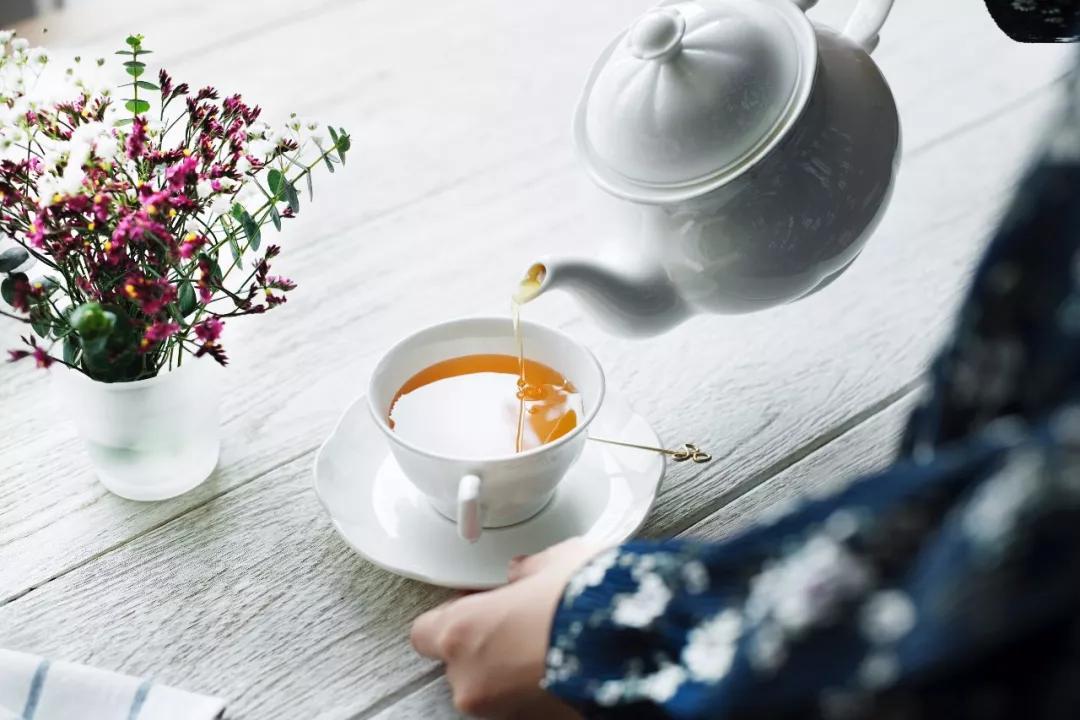 我将往事煮成茶,从此清苦不为它