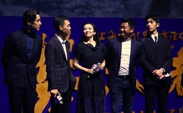 吴京获合作女演员们高度评价,为人英勇:手包被抢走,他飞奔夺回