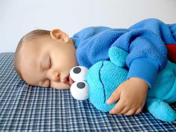 孩子超過這個年紀分床睡,小心日后神經病!父母務必重視...