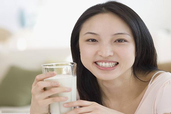 坚持饮用孕妇奶粉的妈咪,母乳中的锌、铁、铜等微量元素的含量均较高,对宝贝的生长发育十分有益