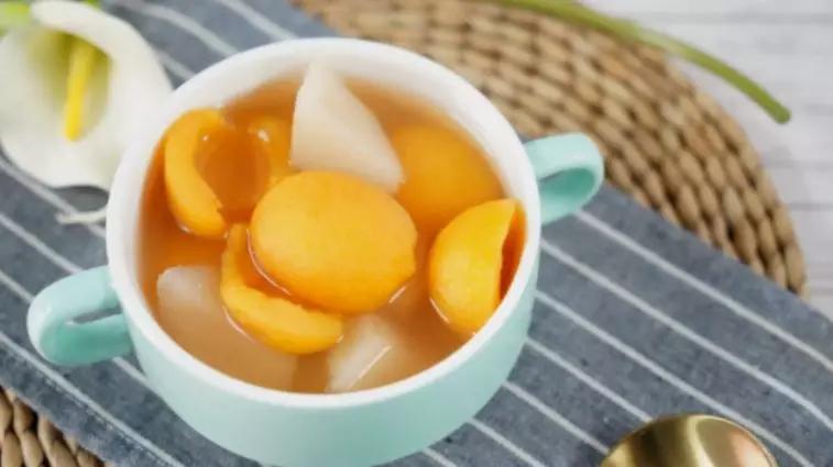 雪梨枇杷甜汤,清新解暑又美容,让你清凉一夏!