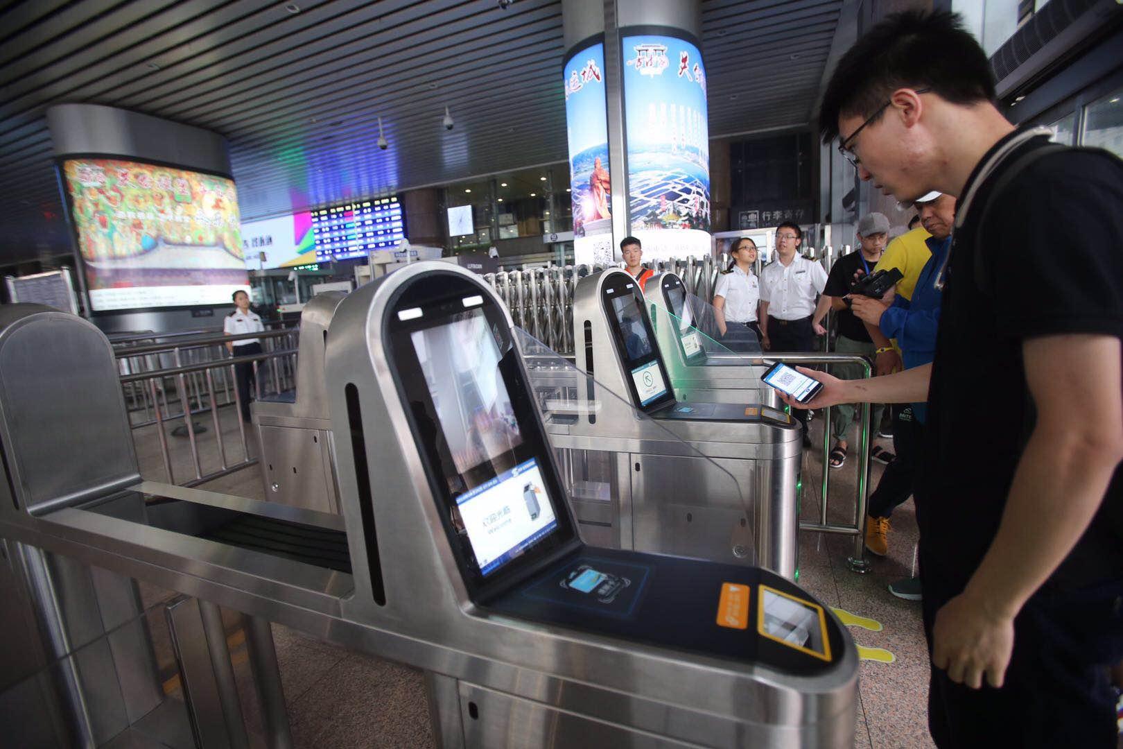 北京副中心线今起延长至乔庄东站 扫二维码进站平均只需2秒
