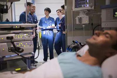 又是倒在卫生间!39岁沙县小吃老板急送ICU,这个动作很容易爆血管!|沙县小吃老板是谁
