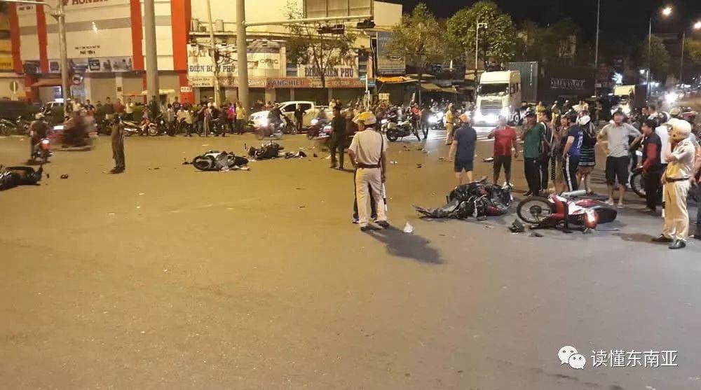 越南宝马女司机穿高跟鞋酒驾,车祸致1死5伤现被判3年6图片