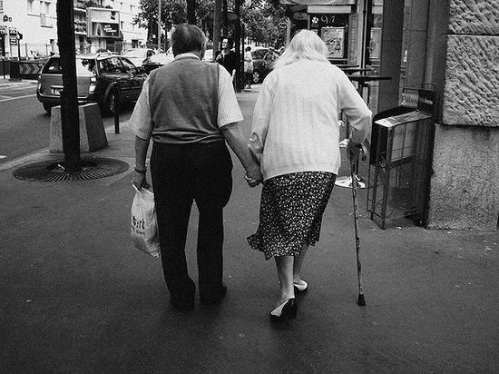 美国一半人口年龄超过38岁 80岁以上人口数量增至1270万