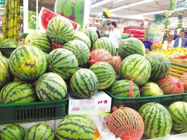 农村不同意搬迁违法吗 夏天水果吃不起?农村人不同意:家里水果吃不完呢!