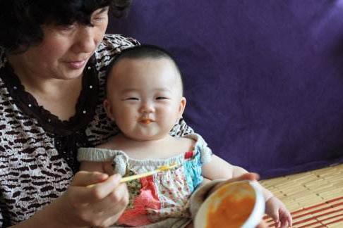 [儿科医生:孩子不满2岁,3种辅食别给孩子吃,家长要谨记]儿科辅食添加的原则