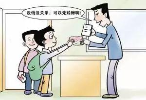 小学生赊账吃零食,孩子爸爸当着孩子的面把小卖部砸个稀巴烂