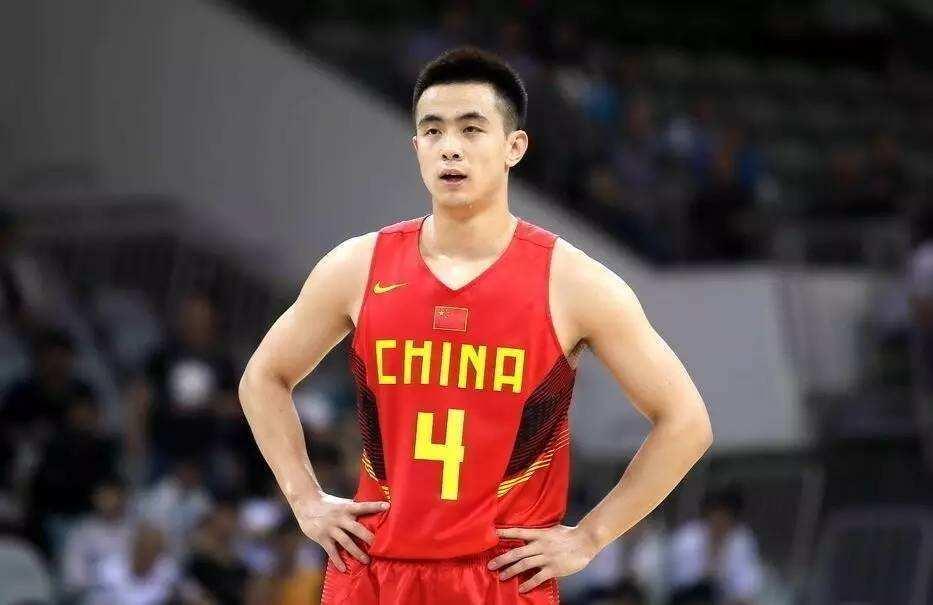 中国男篮12人大名单初见雏形