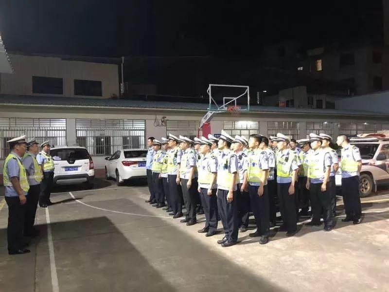 河源交警出动200名警力夜查酒