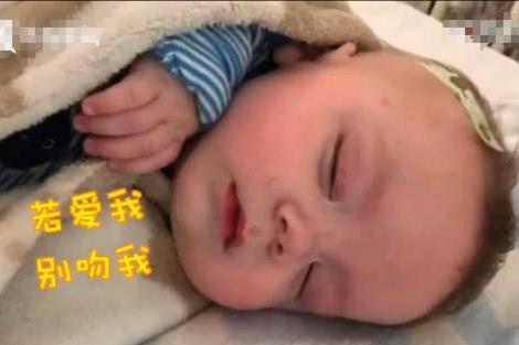小宝宝被人亲了一下,不久后差点失明,住院两个半月才康复