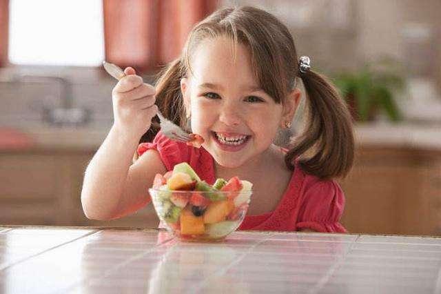夏天水果虽可口,乱吃易伤孩子胃肠!听听专家讲怎么吃_胃肠不好吃什么水果