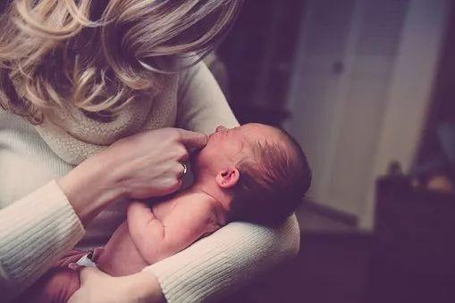 女人的崩溃,是从当妈后开始的…这些至暗时刻,你体会过几个?