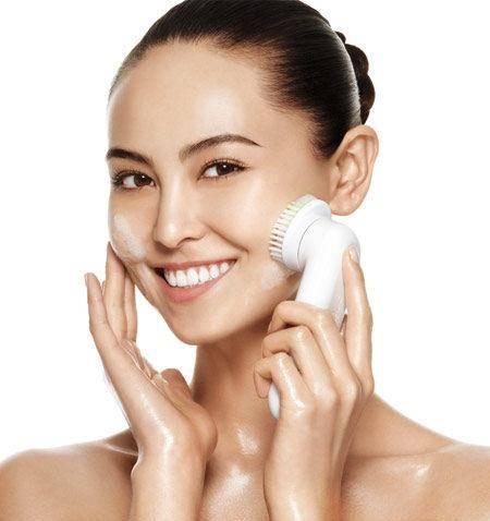 怎样用盐水洗脸最干净 小妙招教你洗出白净脸庞