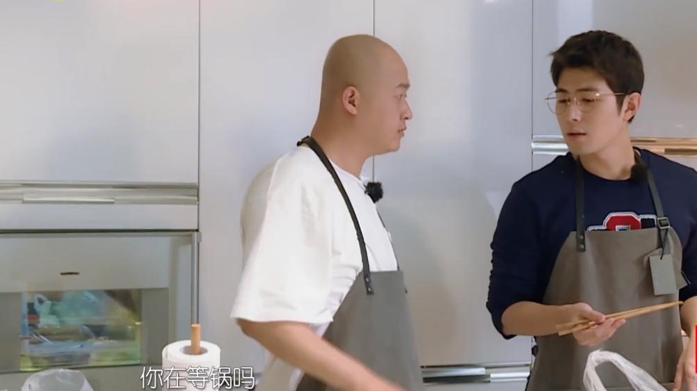 饺子饭量大胖成球,性格却变自卑,包文婧夫妇忙于工作自责陪伴少|饭量大的女生性格好