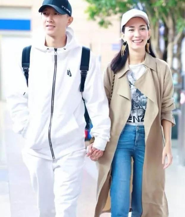韩庚卢靖姗疑已结婚,曾比鹿晗吴亦凡还火的他,在低谷时遇到真爱