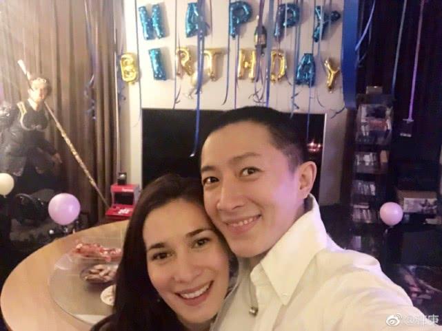 韩庚在香港申请与女友卢靖姗登记结婚,此前女方已暴露了婚戒