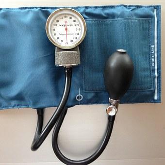 高龄老人降血压别太狠,出现这种情况要及时就医!