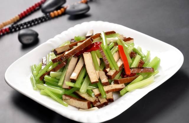 芹菜炒咸了有什么办法让它不咸【【健康饮食】9种芹菜的做法,让你的血管强壮起来!】