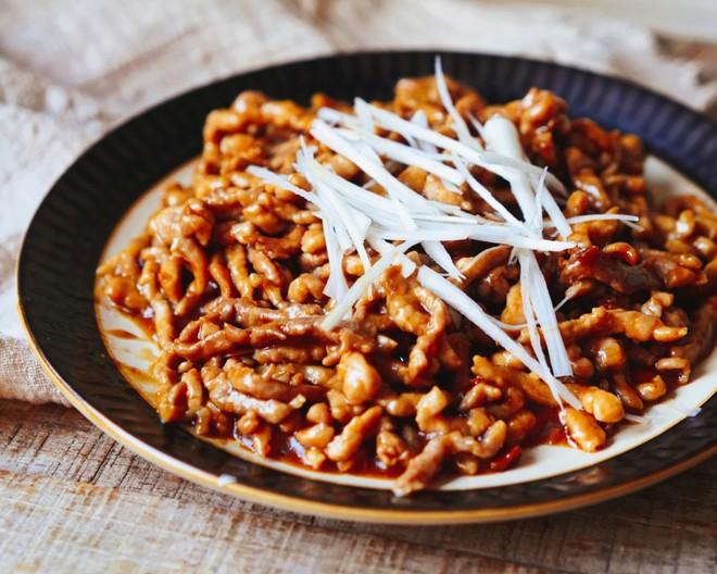 京酱肉丝饭店做法【传统京酱肉丝做法,饭店用了30年的配方,肉丝嫩滑,下酒又下饭!】