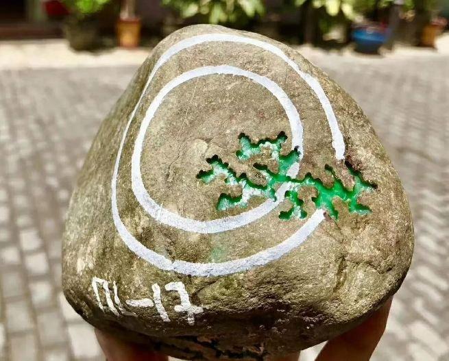 吞吞吐吐嫩穴b_上海姑娘9800拿下的原石,切开后激动地说话吞吞吐吐