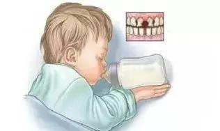 婴儿不到一岁牙齿全部掉光!只因宝妈错误使用奶嘴...