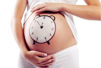 """护理宝宝的脐带有秘诀,你还在担心宝宝的这段""""小尾巴""""吗?_胎儿捏脐带"""