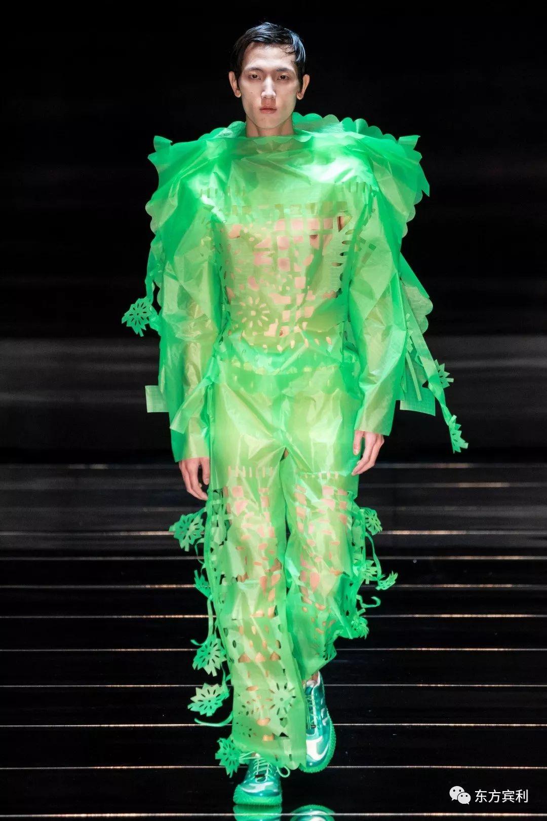 国模谢文第三季_他是第三位登上Raf Simons秀场的国模、Valentino最抢眼的东方面孔 ...